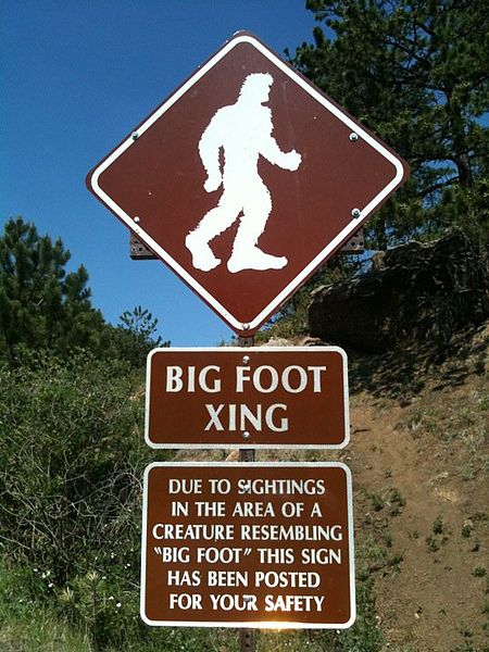 450px-Pikes_peak_highway_big_foot - Wikimedia1